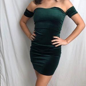 🌻 Green velvet dress